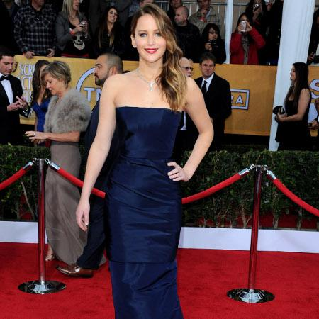 Jennifer Lawrence beautiful in navy