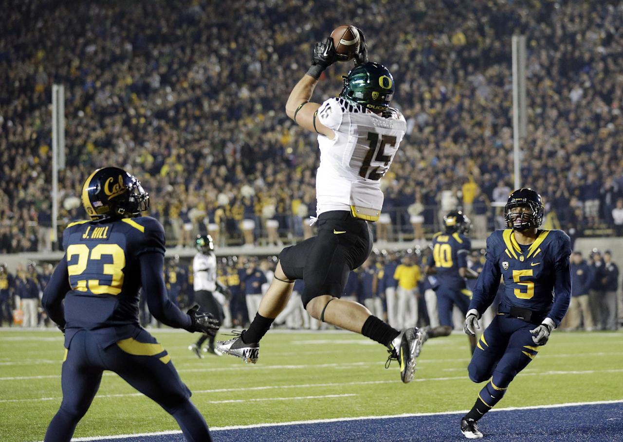 Oregon tight end Colt Lyerla (15) grabs a ten yard touchdown pass in front of California defensive back Josh Hill (23) and defensive back Michael Lowe (5) during the first half of an NCAA college football game in Berkeley, Calif., Saturday, Nov. 10, 2012. (AP Photo/Marcio Jose Sanchez)