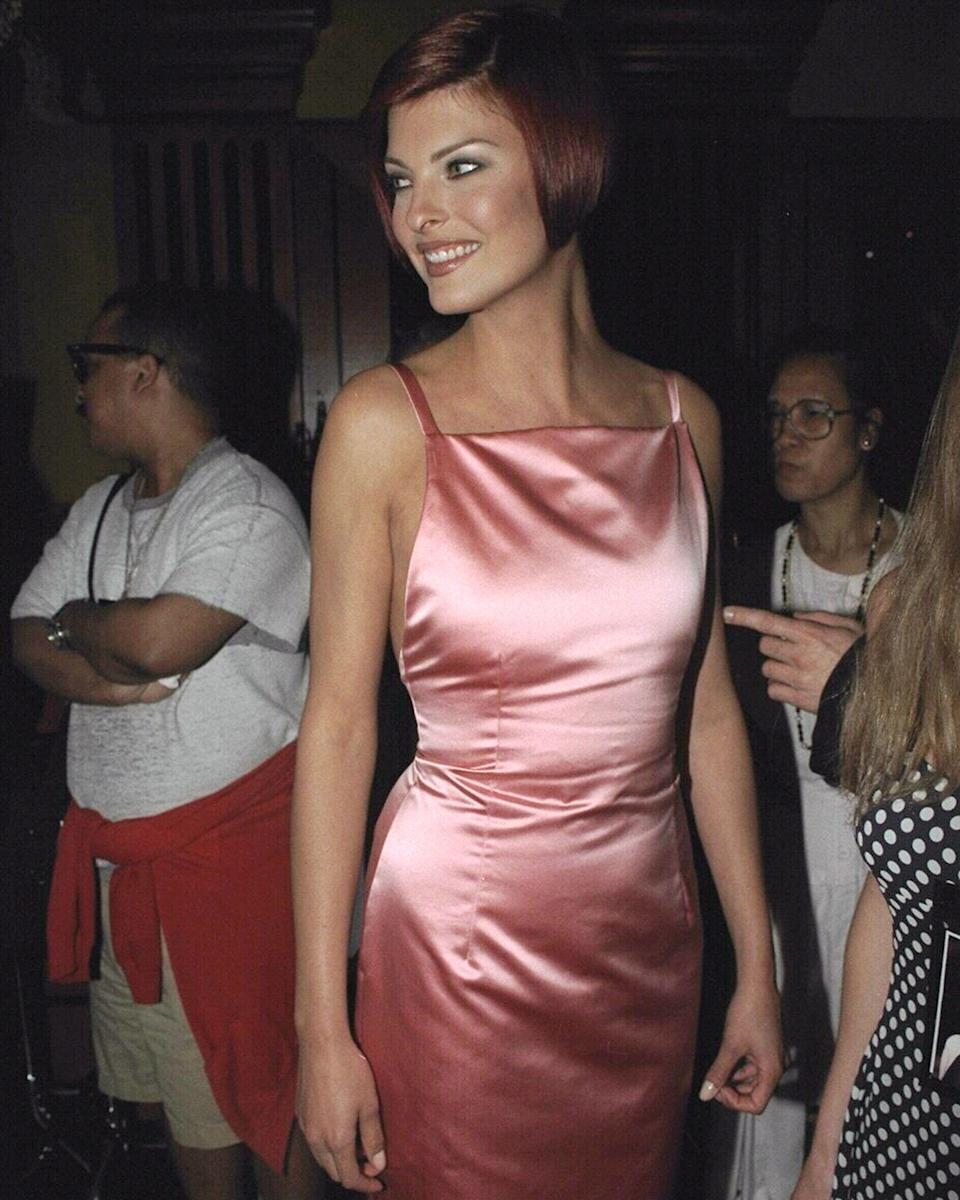 <p>Linda Evangelista chooses a satin pink dress for a public appearance</p>