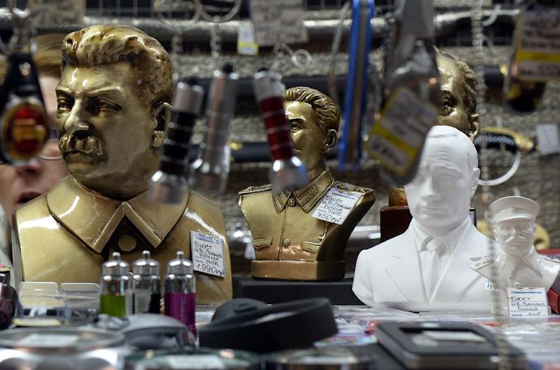 Busts of late Soviet leader Joseph Stalin and Russian President Vladimir Putin are displayed on a shelf in a souvenir shop in central Moscow on May 4, 2015 (AFP Photo/Vasily Maximov)