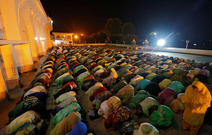 Kashmiri Muslim women offer morning prayers on the death anniversary of Hazrat Ali, son-in-law of Prophet Mohammad, at Hazratbal shrine during the holy month of Ramadan in Srinagar June 17, 2017. REUTERS/Danish Ismail
