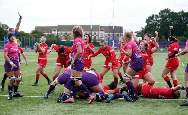 Libby Lockwood of Saracens scores a try against Loughborough Lightning