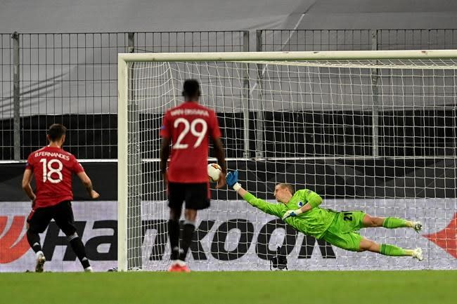 Fernandes in extra time lifts Man United into Europa semis