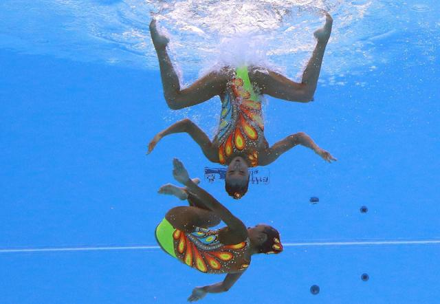<p>Yukiko Inui and Mai Nakamura of Japan compete in the synchronized Women's Duet Technical Preliminary at the 17th FINA World Aquatics Championships in, Budapest, Hungary, July 14, 2017. (Photo: Michael Dalder/Reuters) </p>