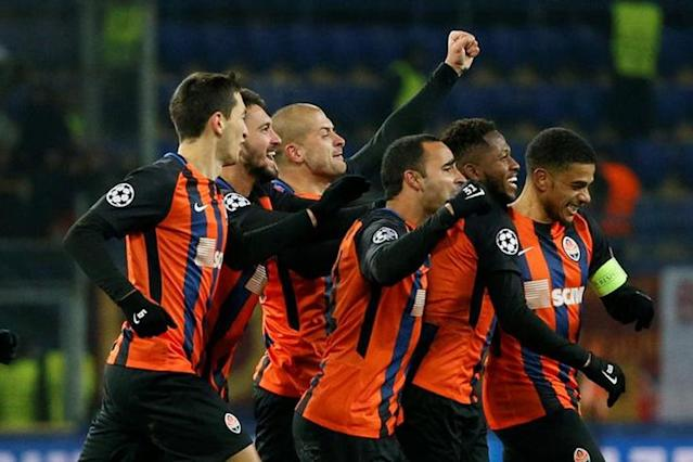 Shakhtar Donetsk fought back from a goal down as Fred's free-kick gave the Ukrainian champions a 2-1 victory over Roma on Wednesday in their Champions League last 16, first leg.