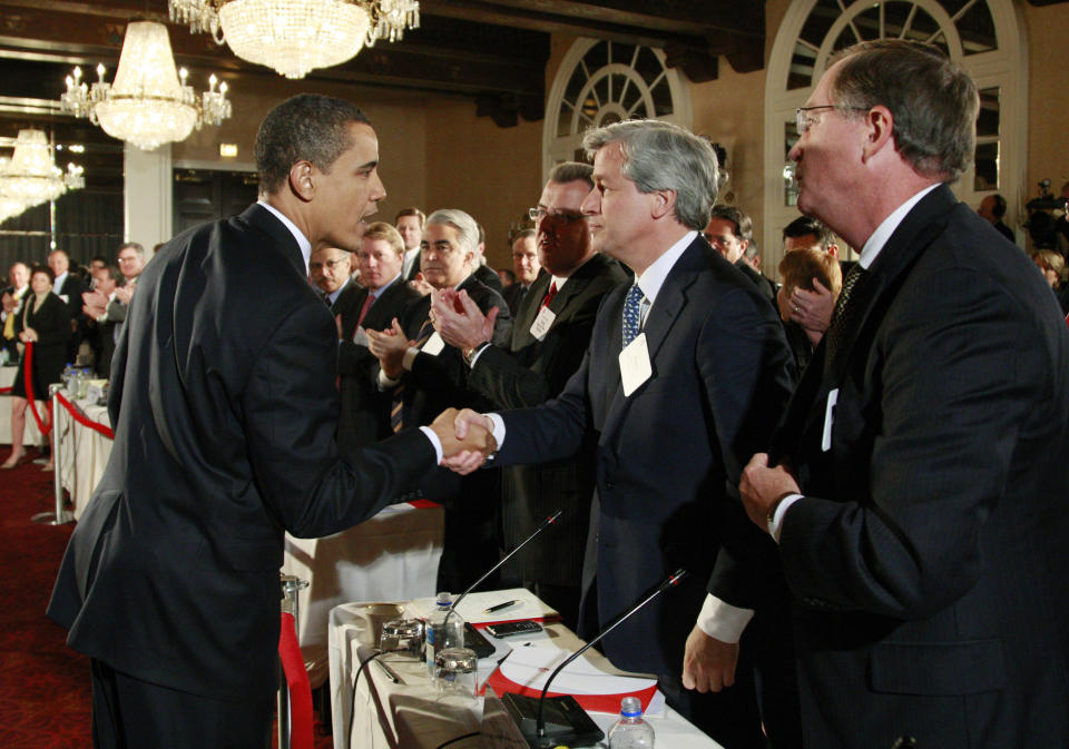 U.S. President Barack Obama shakes hands with JPMorgan Chase & Co Chief Executive Jamie Dimon during a meeting of business leaders at a hotel in Washington March 12, 2009.   REUTERS/Jason Reed   (UNITED STATES POLITICS BUSINESS)