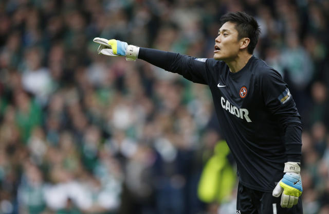 Football Soccer - Hibernian v Dundee United - William Hill Scottish Cup Semi Final - Hampden Park, Glasgow, Scotland - 16/4/16 Dundee United's goalkeeper Eiji Kawashima Action Images via Reuters / Russell Cheyne Livepic EDITORIAL USE ONLY.