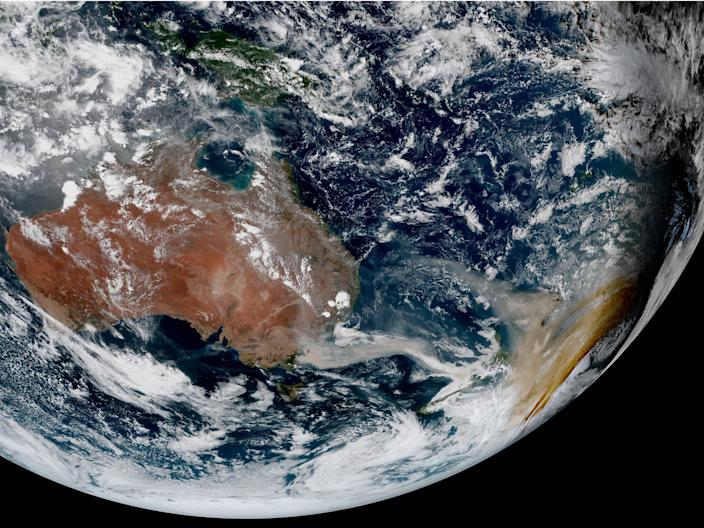 earth australia brush fires smoke new zealand himawari 8 satellite image photo january 2 2020 full_disk_ahi_true_color_20200102051000