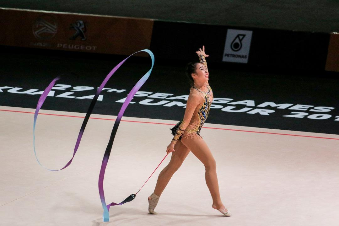 <p>Athletes compete in the 2017 SEA Games rhythmic gymnastics individual all-round final on Sunday (27 August). (PHOTO: Fadza Ishak for Yahoo News Singapore) </p>