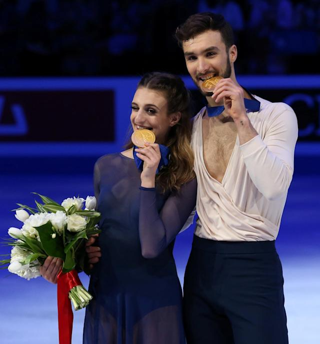 Figure Skating - World Figure Skating Championships - The Mediolanum Forum, Milan, Italy - March 24, 2018 France's Gabriella Papadakis and Guillaume Cizeron pose as they celebrate winning the gold medal in the Ice Dance REUTERS/Alessandro Bianchi