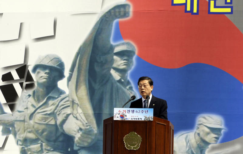 South Korean Prime Minister Kim Hwang-sik delivers a speech during a ceremony to mark the 62nd anniversary of the Korean War Commemoration at the War Memorial of Korea in Seoul, South Korea, Monday, June 25, 2012. (AP Photo/Lee Jin-man)