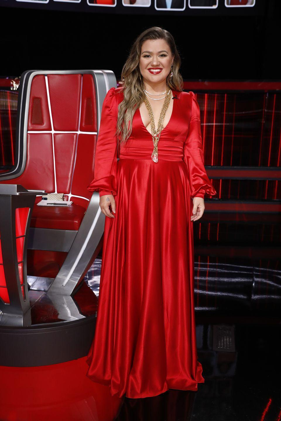 """<p>Kelly Clarkson has been open about her <a href=""""https://www.prevention.com/weight-loss/a29404524/kelly-clarkson-weight-loss/"""" rel=""""nofollow noopener"""" target=""""_blank"""" data-ylk=""""slk:37-pound weight loss"""" class=""""link rapid-noclick-resp"""">37-pound weight loss</a>, which she credits to following <a href=""""https://www.prevention.com/weight-loss/diets/a27505581/kelly-clarkson-plant-paradox-diet-weight-loss/"""" rel=""""nofollow noopener"""" target=""""_blank"""" data-ylk=""""slk:The Plant Paradox"""" class=""""link rapid-noclick-resp""""><em>The Plant Paradox</em></a> by Steven R. Gundry, which is pretty controversial. Clarkson says she started following the diet for medical reasons, though, and not specifically to lose weight. """"I did it for this autoimmune disease that I had and I had a thyroid issue, and now all my levels are back up. I'm not on medicine anymore because of this book,"""" she told <em><a href=""""https://www.today.com/video/kelly-clarkson-to-hoda-kotb-i-don-t-work-out-but-i-do-wine-instead-1251228739737"""" rel=""""nofollow noopener"""" target=""""_blank"""" data-ylk=""""slk:Today"""" class=""""link rapid-noclick-resp"""">Today</a>.</em></p>"""