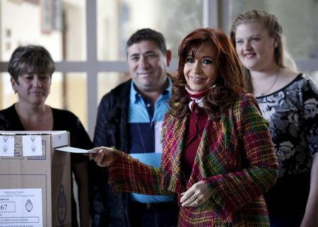 Argentina's President Cristina Fernandez de Kirchner votes in a presidential election at a polling station in Rio Gallegos, November 22, 2015. REUTERS/Andres Arce