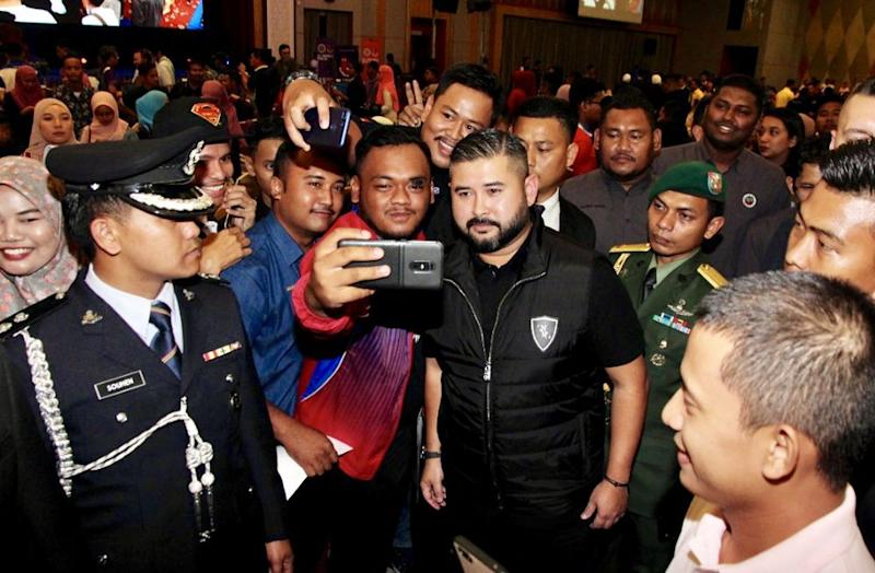 Johor Regent Tunku Ismail Sultan Ibrahim taking a selfie with a youth participant during the inaugural Malaysia Youth Council (MBM) Congress held at the Persada International Convention Centre in Johor Baru, September 15, 2019. — Picture by Ben Tan