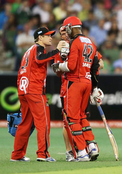MELBOURNE, AUSTRALIA - JANUARY 06:  Marlon Samuels of the Melbourne Renegades walks off after getting hit in the head by Lasith Malinga of the Melbourne Stars during the Big Bash League match between the Melbourne Stars and the Melbourne Renegades at Melbourne Cricket Ground on January 6, 2013 in Melbourne, Australia.  (Photo by Michael Dodge/Getty Images)