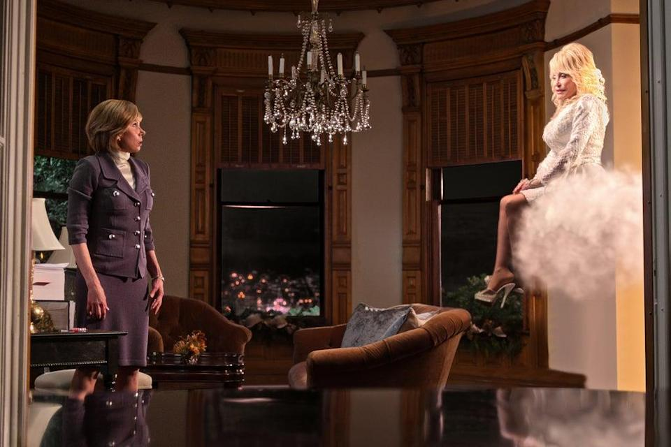 DOLLY PARTON'S CHRISTMAS ON THE SQUARE (L to R) CHRISTINE BARANSKI as REGINA and DOLLY PARTON as ANGEL in DOLLY PARTON'S CHRISTMAS ON THE SQUARE Cr. COURTESY OF NETFLIX © 2020