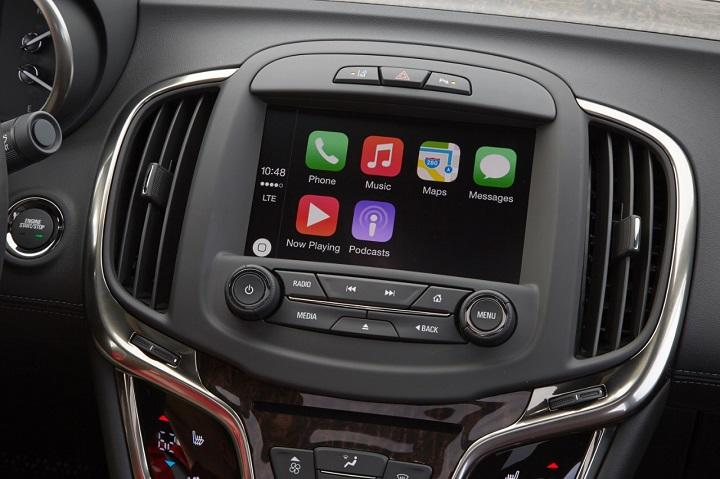 2016 Buick LaCrosse Apple CarPlay photo