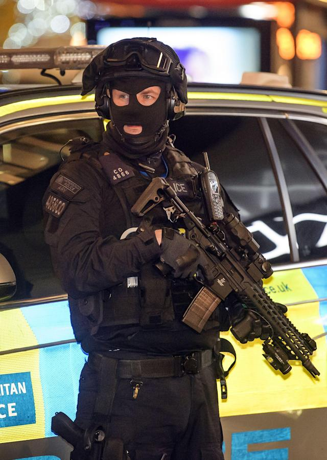 <p>Armed police at the scene on Oxford Street after police responded to an incident at Oxford Circus, London on Nov. 24, 2017. (Photo: Ben Cawthra/REX/Shutterstock) </p>