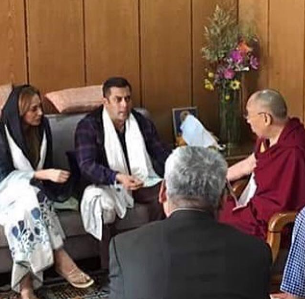 <p><b>Salman Khan met Dalai Lama:</b> The Sultan star was shooting for Kabir Khan's next, Tubelight, in Ladakh, where he met the Tibetan spiritual leader, Dalai Lama for a purposeful discussion.</p>