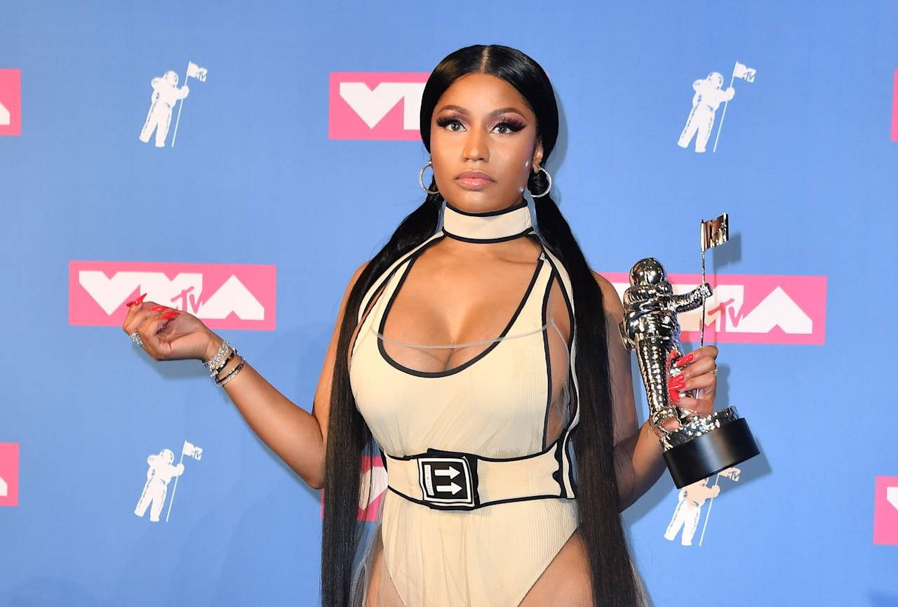 Nicki Minaj holds her award for best hip-hop video in the press room at the 2018 MTV Video Music Awards. (Photo: ANGELA WEISS/AFP/Getty Images)
