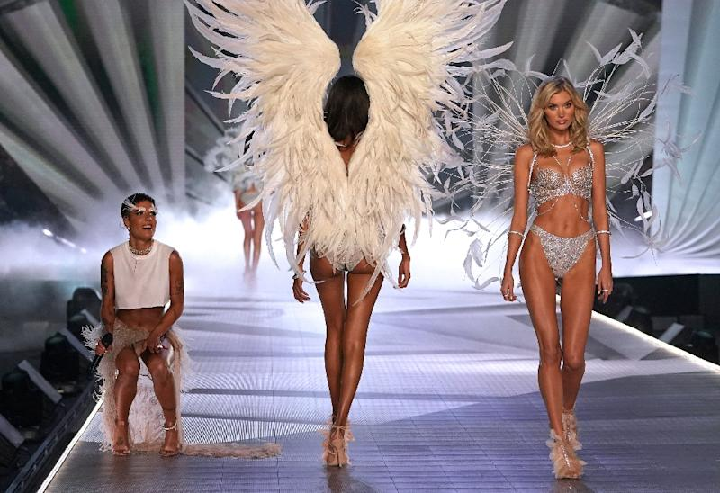 Loving Angels Victoria S Secret Extravaganza Returns To New York