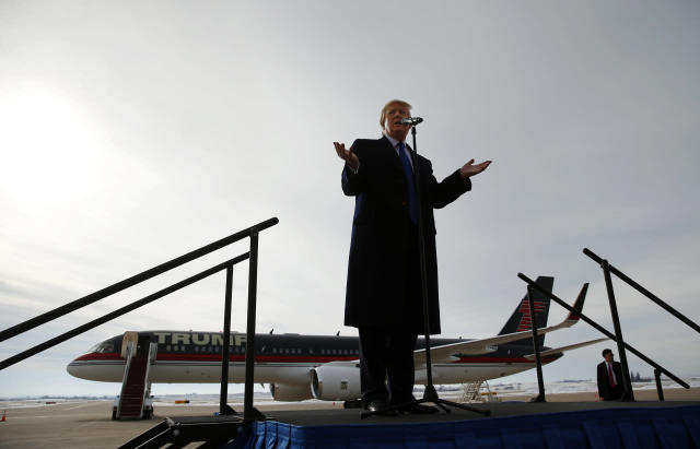 <p>Trump speaks at a campaign event at Dubuque Regional Airport, Jan. 30, 2016, in Dubuque, Iowa. <i>(Photo: Paul Sancya/AP)</i> </p>
