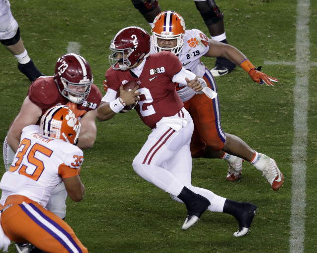 "Was Monday night's national championship game the final game for <a class=""link rapid-noclick-resp"" href=""/ncaaf/players/264323/"" data-ylk=""slk:Jalen Hurts"">Jalen Hurts</a> in an Alabama uniform? (AP Photo/Jeff Chiu)"