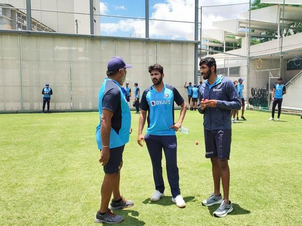 Bumrah with Shardul Thakur and Bharat Arun (Photo/ BCCI Twitter)