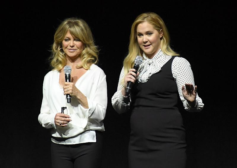 Actors Goldie Hawn and Amy Schumer speak onstage for CinemaCon 2017 on March 30, 2017, in Las Vegas, Nevada (AFP Photo/ANGELA WEISS)