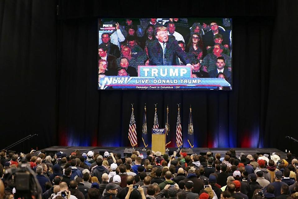 People watch Republican presidential candidate Donald Trump on a recorded television broadcast on February 8, 2016 in Manchester, New Hampshire (AFP Photo/Joe Raedle)