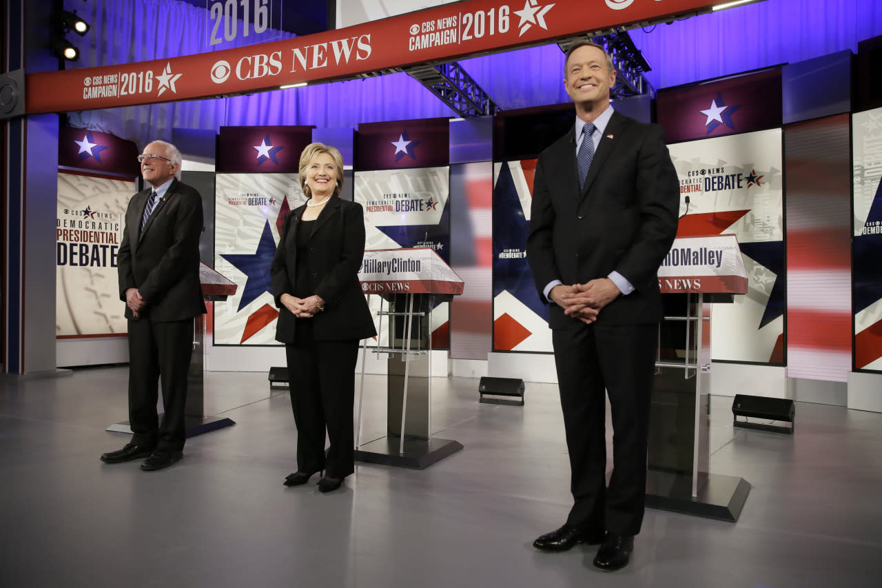 <p><i>Democratic presidential candidates Bernie Sanders, left, Hillary Rodham Clinton and Martin O'Malley take the stage before the Democratic presidential primary debate in Des Moines, Iowa. (Photo: Charlie Neibergall/AP)</i></p>