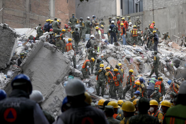 <p>Search and rescue continues for people in a collapsed six story residential building in Colonia Condesa, in Mexico City, on Sept. 20, 2017. (Photo: Gary Coronado/Los Angeles Times via Getty Images) </p>
