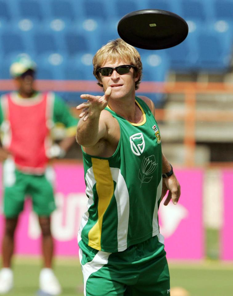 GRENADA, WEST INDIES - APRIL 9:  Jonty Rhodes in action during the South African cricket team training in Grenada, West Indies. (Photo by Duif du Toit/Gallo Images/Getty Images)