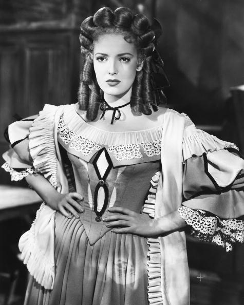 <p>Linda Darnell was one of 20th Century Fox's leading ladies in the '40s and '50s and, here, the star wears a leading style at the time: tight barrel curls. </p>