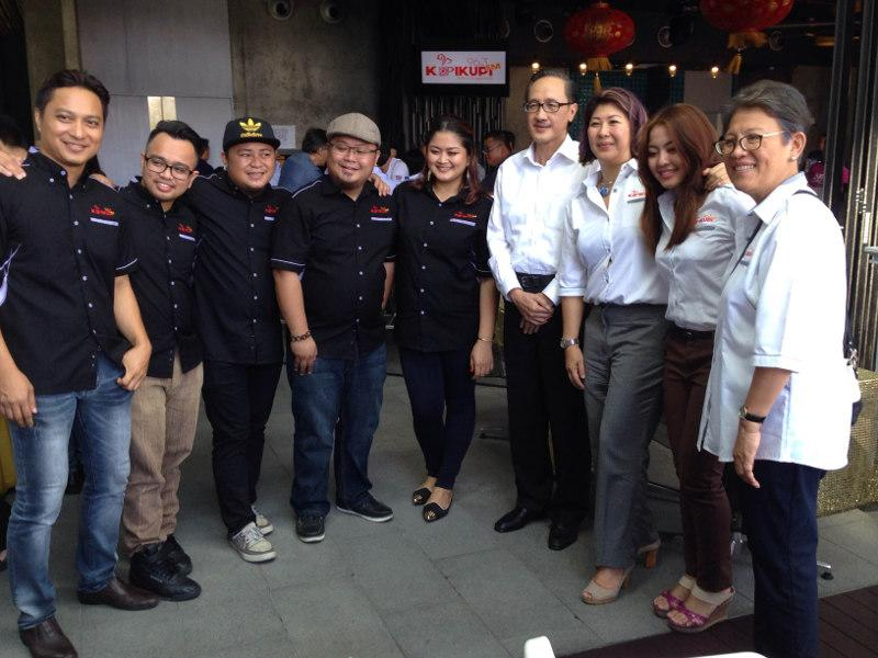 Then Sabah Tourism, culture and environment minister Datuk Masidi Manjun (4th right) with Fui K. Soong (3rd right) and the crew of KupiKupiFm at the radio station's launch in January 28, 2016. — Picture by Julia Chan