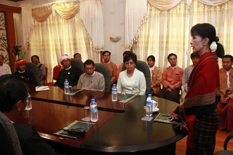 Myanmar pro-democracy leader Aung San Suu Kyi, right, holds talk with Myanmar parliament members at a hotel in Naypyitaw, Myanmar, Tuesday, March. 6, 2012. (AP Photo/Khin Maung Win, Pool)