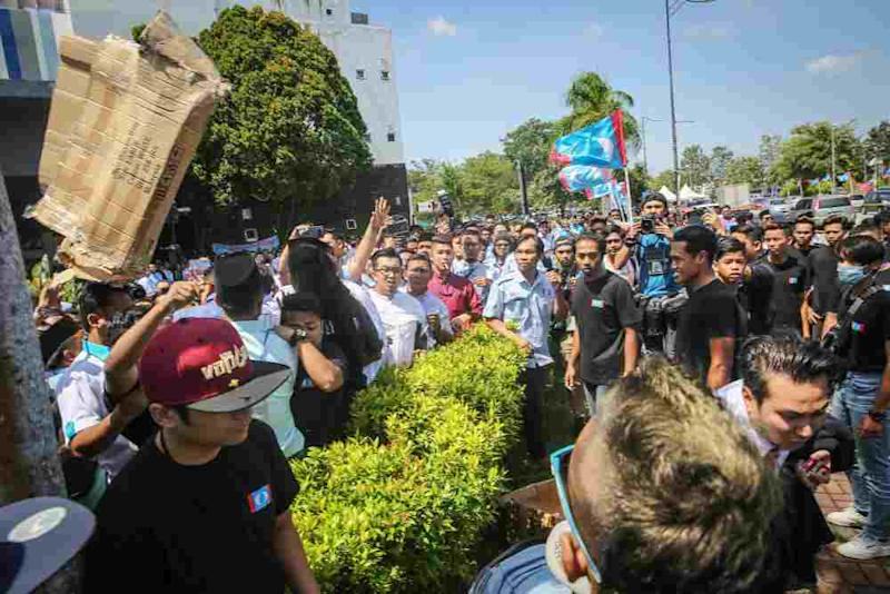 Roughly 100 people were seen fighting after PKR Youth's newly announced permanent chairman Rashid Abu Bakar called for break at about 12.30pm. ― Picture by Yusof Mat Isa