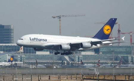Lufthansa profit warning spooks European airline sector