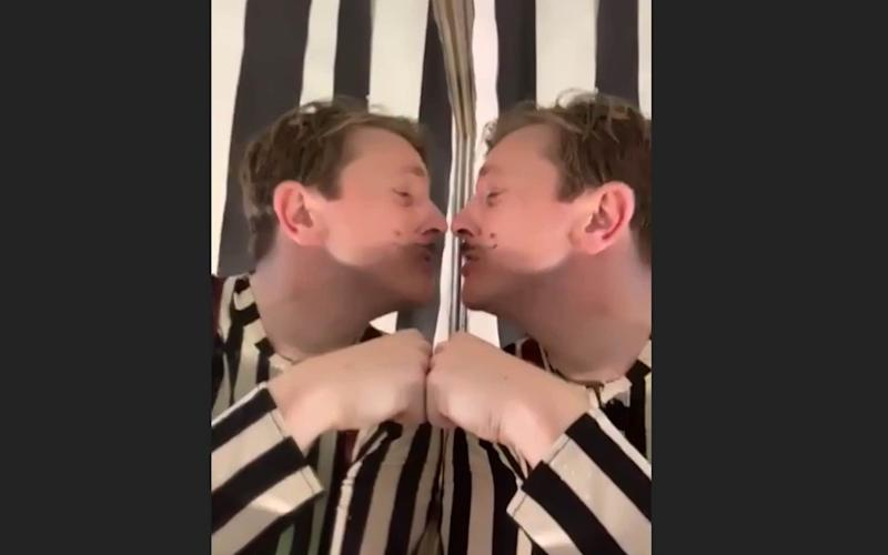 Tom Richardson plays both Tweedle Dum and Tweedle Dee, with the aid of a mirror - Creation Theatre