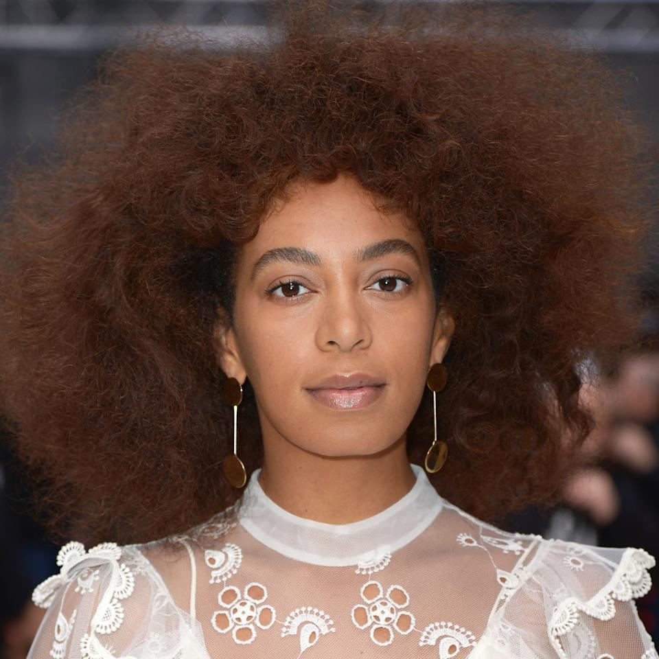 <p>Beyoncé's singer sister sat front row at the Chloe fall/winter 2017/2018 show with perfectly groomed brows and just a bit of lip balm.</p>