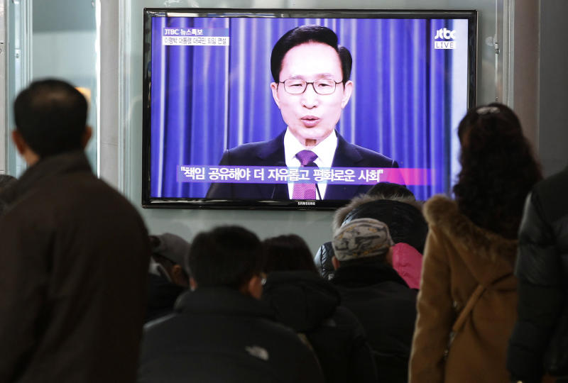 CORRECTS SPELLING TO LEE MYUNG -BAK INSTEAD OF LEE MUNG-BAK - People watch a television airing a live broadcast of South Korean President Lee Myung-bak's retirement speech at Seoul Railway Station in Seoul, South Korea, Tuesday, Feb. 19, 2013. During his address, Lee warned North Korea has pushed itself further into a corner with its recent nuclear test. (AP Photo/Ahn Young-joon)