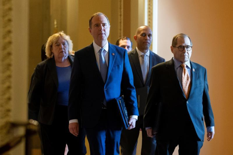 House Permanent Select Committee on Intelligence Chairman Adam Schiff (Front L) and House Judiciary Committee Chairman Jerry Nadler (Front R) lead impeachment managers walking to the Senate chamber before being sworn-in, in the US Capitol in Washington. EFE/EPA/MICHAEL REYNOLDS