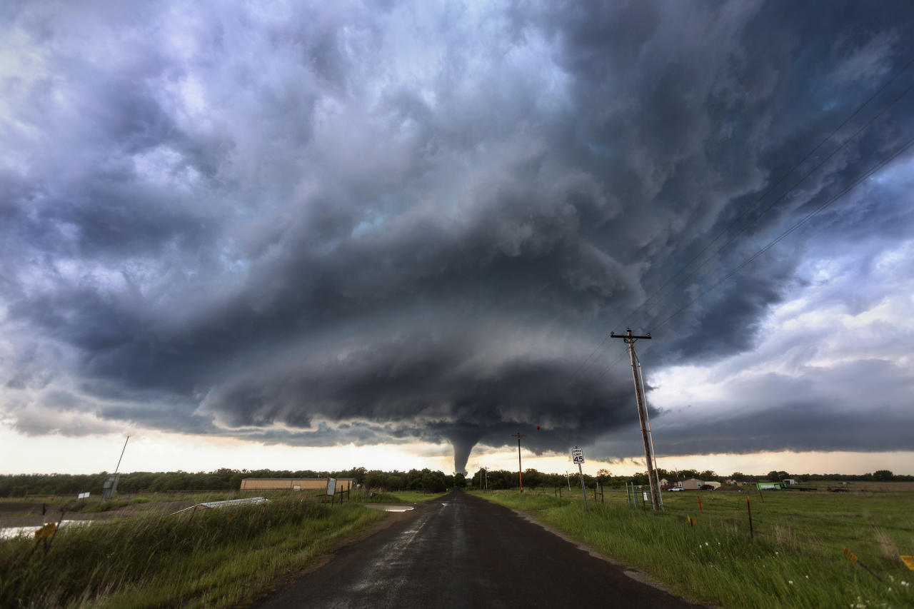 <p>A powerful EF4 tornado spins through the small rural community of Katie, Okla., on May 9, 2016. (Photo: Mike Olbinski/Caters News) </p>