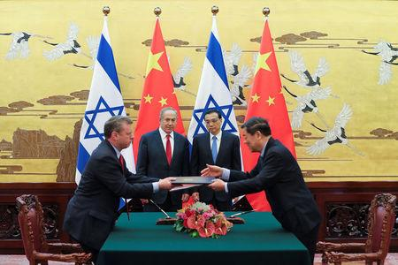 Chinese Premier Li Keqiang with Israel Prime Minister Benjamin Netanyahu attend a signing ceremony at the Great Hall of the People in Beijing, China March 20, 2017.  REUTERS/Lintao Zhang/Pool