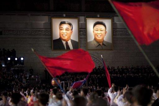 North Korea has bestowed an award on a schoolgirl, 14, who drowned trying to save portraits of the dynasty's late rulers
