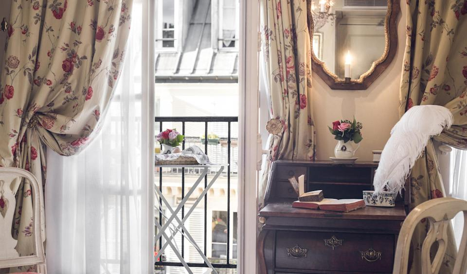 The hotel is named after the 18th-century playwright,BeaumarchaisLe Caron de Beaumarchais