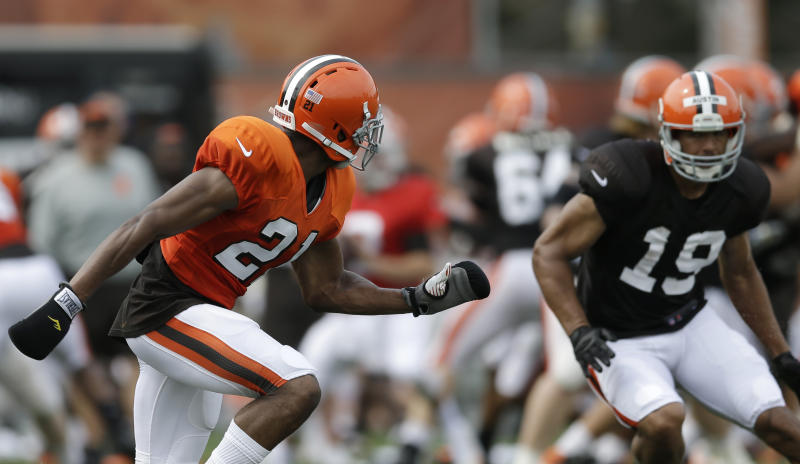 Browns defenders wear boxing gloves in practice