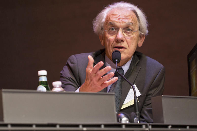 This image dated Nov. 2, 2015 and provided by l'Ecole Polytechnique shows Gerard Mourou during a conference in Paris, France. Three scientists won the Nobel Prize in Physics on Tuesday for their work with lasers. Arthur Ashkin of the United States was awarded half the 9-million-kronor ($1.01 million) prize; the other half is shared by Gerard Mourou of France and Canadian Donna Strickland. (Jeremy Barande/Ecole Polytechnique via AP)