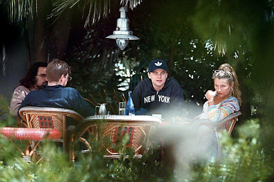 <p>Leonardo DiCaprio having lunch in 1999 with his mom, dad, and step-brother. </p>