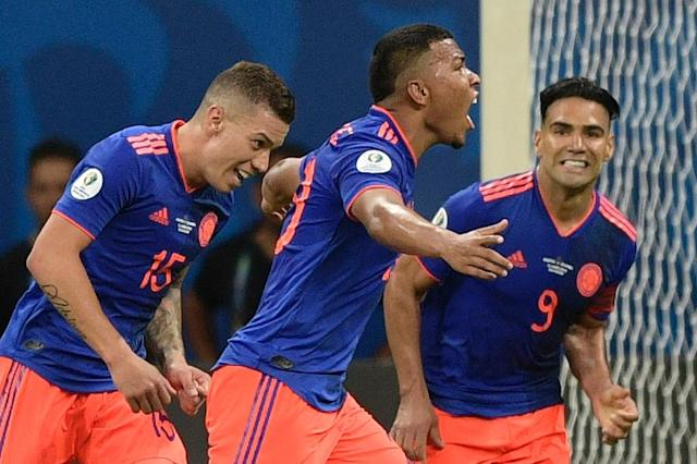 Roger Martinez (center) celebrates the opening goal as Colombia beat Argentina 2-0 in Salvador (AFP Photo/Juan MABROMATA)